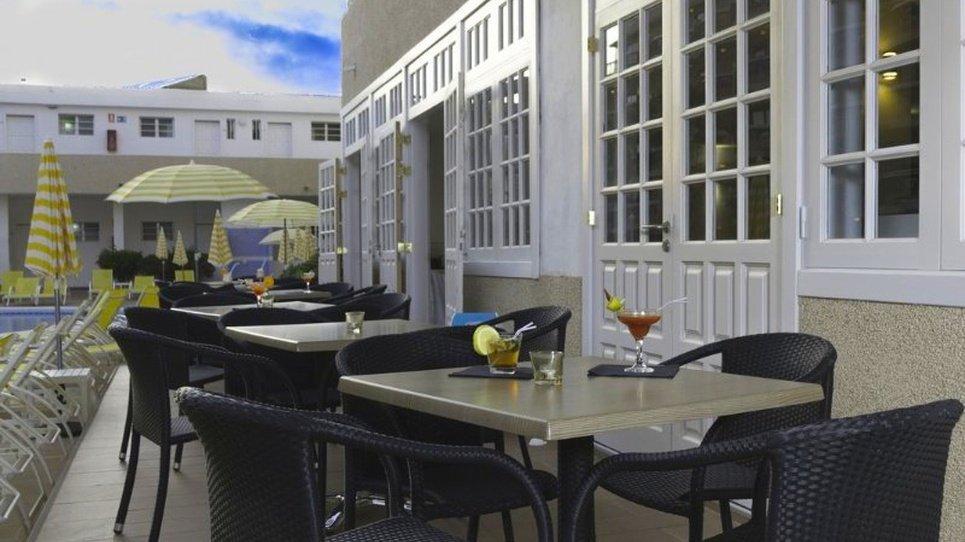 POOL BAR Coral California Hotel