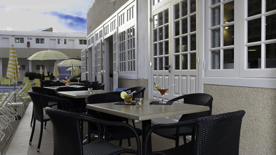 POOL BAR Hotel Coral California